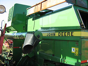 4435 John Deere combine wrecking for parts